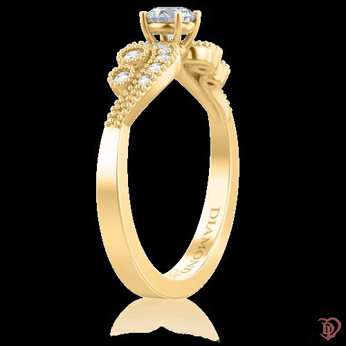 <p>Кольцо в желтом золоте со вставками: бриллианты</p>  0009434