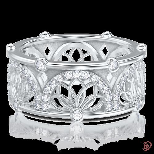 <p>Кольцо в белом золоте со вставками: бриллианты</p>  <p>Золотое кольцо с бриллиантами Аромат солнца - оригинальное сочетание простоты и изысканности, естественности и роскоши. При малейшем движении руки, золотое кольцо, словно магнит, притягивает взгляд ярким сиянием бриллиантов. А уникальный дизайн золотой оправы подчеркивает индивидуальность своей хозяйки. Это удивительное кольцо дает возможность почувствовать себя особенной. Вожделенный объект желания для каждой представительницы прекрасного пола! Эффектно смотрится и как самостоятельное, и в комплекте с серьгами из этой же коллекции.</p>  0004013