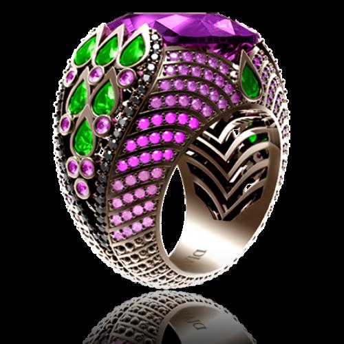 <p>Каблучка в комбінованому золоті зі вставками: діаманти, аметісти, смарагди</p>  0008868