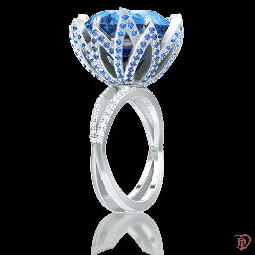 <p>Кольцо в белом золоте со вставками: бриллианты, сапфиры, топазы</p>  0009593