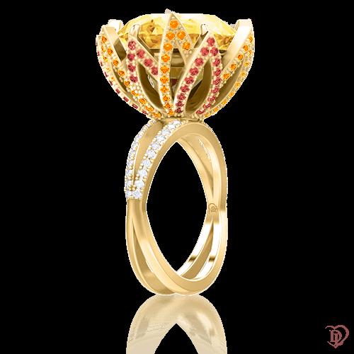 <p>Каблучка в жовтому золоті зі вставками: діаманти, сапфіри, цитрини</p>  <p>Коктейльне кільце у вигляді квітки Едем: Чаша Достатку, виконано в жовтому золоті, інкрустований цитрином, діамантами, сапфірами, і адресовано перш за все дівчатам, які живуть в гармонії з собою і навколишнім світом, любить життя і бачить прекрасне в кожному її моменті. Цитрин - символ життя. Пронизаний сонячним теплом, наділяє особливою енергетикою свою господиню. Грамотне огранювання змушує лимонно-жовтий кристал світитися зсередини. Прикраса з ним виглядає завжди романтично і вишукано. Чудовий подарунок тому, хто дійсно є для вас важливим.</p>  0009594
