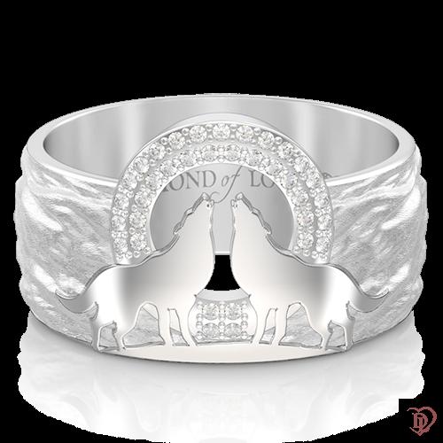 <p>Обручка в білому золоті зі вставками: діаманти</p>  <p>Фактурна обручка Вірність: Сила, входить в ефектну колекцію з незвичайним символічним дизайном. Авторська модель виготовлена в білому золоті та інкрустована бездоганними діамантами.</p>  <p>Центр композиції прикрашає пара вовків, воістину войовничих тварин, які уособлюють єднання закоханих душ, здатних зберігати вірність своїй парі все життя. Дана прикраса стане символом Вашої щирої любові і відданості</p>  0013253