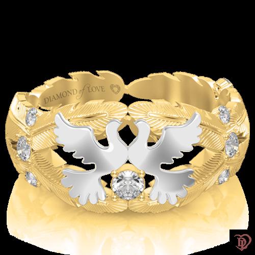 <p>Обручка в жовтому золоті зі вставками: діаманти</p>  <p>Оригінальна обручка неповторної форми, виконана в комбінованому жовтому та білому золоті. Інкрустовані діамантами золоті лінії у вигляді пір'я вінчають два голуба, що символізують чисту любов, ніжність, відданість.</p>  <p>Унікальна прикраса стане Вашою гордістю і&nbsp;оберегом сімейного щастя</p>  0017484