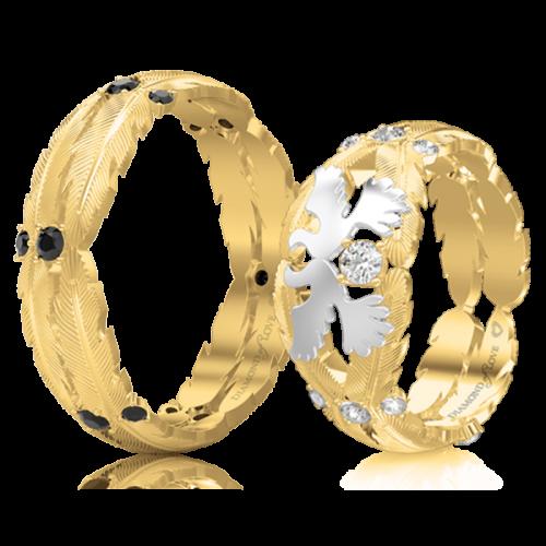 <p>Обручальное кольцо в желтом золоте со вставками: бриллианты</p>  <p>Эксклюзивное обручальное кольцо Верность: Душа в желтом золоте с таинственными черными бриллиантами - выбор мужчин, ценящих свою неповторимую индивидуальность. Обвивающая палец золотая оправа в виде&nbsp;перьев - ода Вашему любовному союзу и талисман на все времена.</p>  0017494