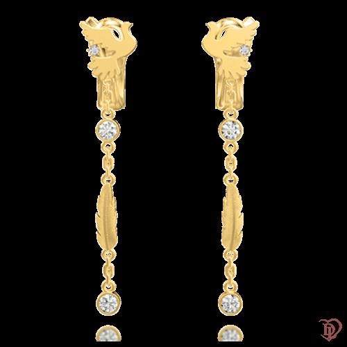 <p>Сережки в жовтому золоті зі вставками: діаманти</p>  <p>Вишукані золоті сережки Вірність: Душа з підвісним елементом, демонструють граціозне втілення анімалістичного мотиву і динаміку руху. Їх головна перевага - декоративне оформлення. Справжня краса аксесуара, народжена в союзі жовтого золота і діамантів, стане ключовою деталлю, при створенні жіночного образу. Незвичайні сережки стануть не тільки улюбленою прикрасою, але і подарують легкість, притаманну голубці.</p>  0018224