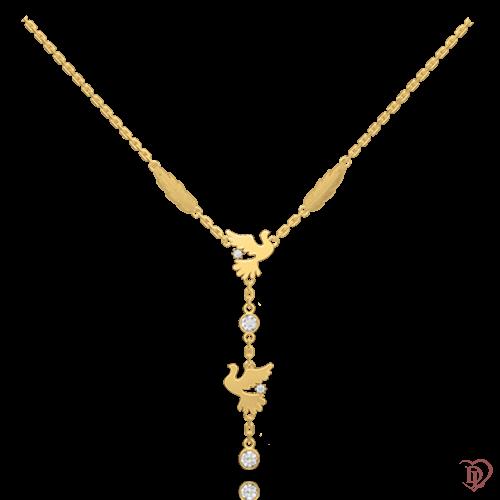 <p>Кольє в жовтому золоті зі вставками: діаманти</p>  <p>Кольє з жовтого золота з діамантами Вірність: Душа - об'єкт бажання найдосвідчених цінителів прекрасного. Обрамлені золотою оправою діаманти, демонструють чудову гру, виблискуючи бездоганними гранями і при свічках, і при сонячному світлі. Наділене унікальним авторським дизайном, кольє, стане розкішним подарунком, здатним створити спокусливий образ і підкреслити статус власниці.</p>  0018234