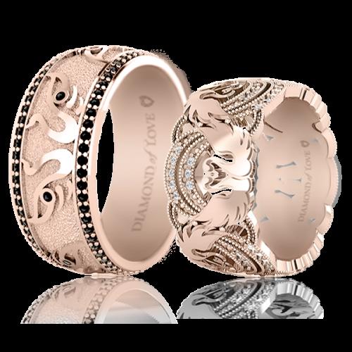 <p>Обручка в рожевому золоті зі вставками: діаманти</p>  <p>Обручка для чоловіків Вірність: Відродження, представлена в рожевому золоті з чорними діамантами. Енергетичні властивості діамантів ідеально відповідають концепції колекції, наділеною багатим художнім глибоким змістом. Весільні кільця з прекрасною парою лебедів неодмінно стануть талісманами вашого чистого і відданого кохання.</p>  0021117