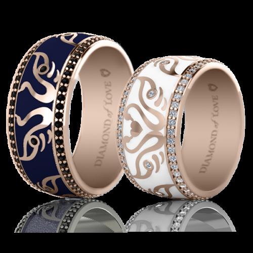 <p>Обручка в рожевому золоті з вставками: діаманти, емаль</p>  <p>Чоловіча обручка з рожевого золота колекції Вірність: Відродження, відображає і доповнює жіночу. Для додання кільцю чоловічого характеру, дизайнери, вибрали стримані тони і лаконічні форми. У ньому продумана до дрібниць кожна деталь. Наприклад, темно-синя емаль символізує сталість, стабільність, задоволеність життям, чорні діаманти - міцність відносин, а лебедина пара, яка стала першою скрипкою в даній моделі - щасливий союз. Колір золотої оправи також має своє значення. Біле золото - достаток, рожеве - вічна любов, жовте - відданість. Обручки наділені таким глибоким змістом і символізмом, точністю і яскравою індивідуальністю, безумовно найкращим чином продемонструють унікальність вашої пари.</p>  0021127
