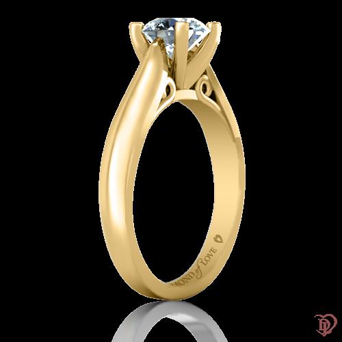 <p>Кольцо в желтом золоте со вставками: бриллианты</p>  0021944