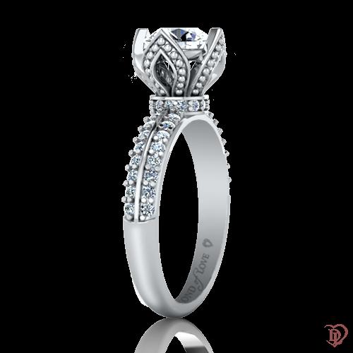 <p>Каблучка в білому золоті зі вставками: діаманти</p>  0022063