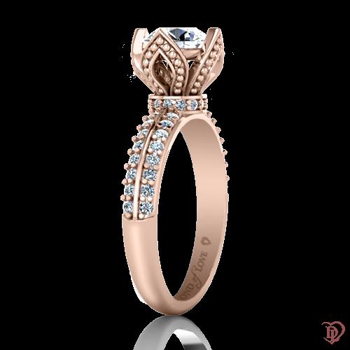 <p>Каблучка в рожевому золоті зі вставками: діаманти, сапфіри</p>  0022067