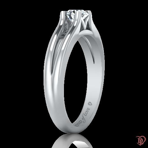 <p>Каблучка в білому золоті зі вставками: діаманти</p>  0022083