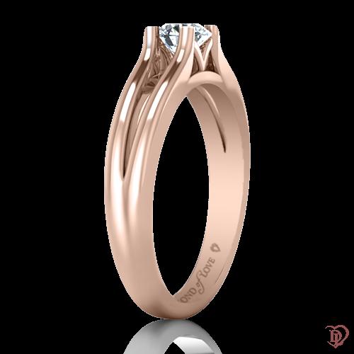 <p>Кольцо в розовом золоте со вставками: сапфиры</p>  0022087